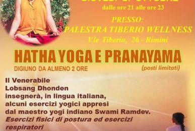 Monaco tibetano insegna yoga a Rimini